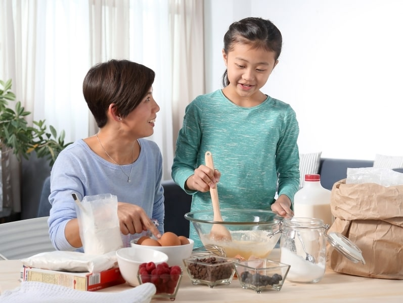 Money saving tips – Mother preparing to bake with daughter