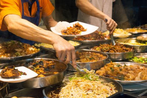5 SMART FOOD CHOICES YOU SHOULD MAKE AT THE HAWKER CENTER