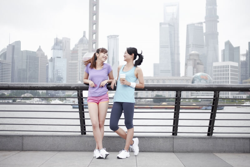 Singapore health – two ladies in workout gear at Marina Bay
